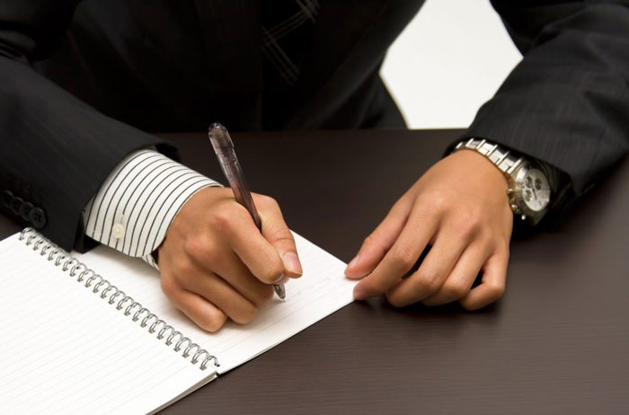 ファクタリング契約にサインをする