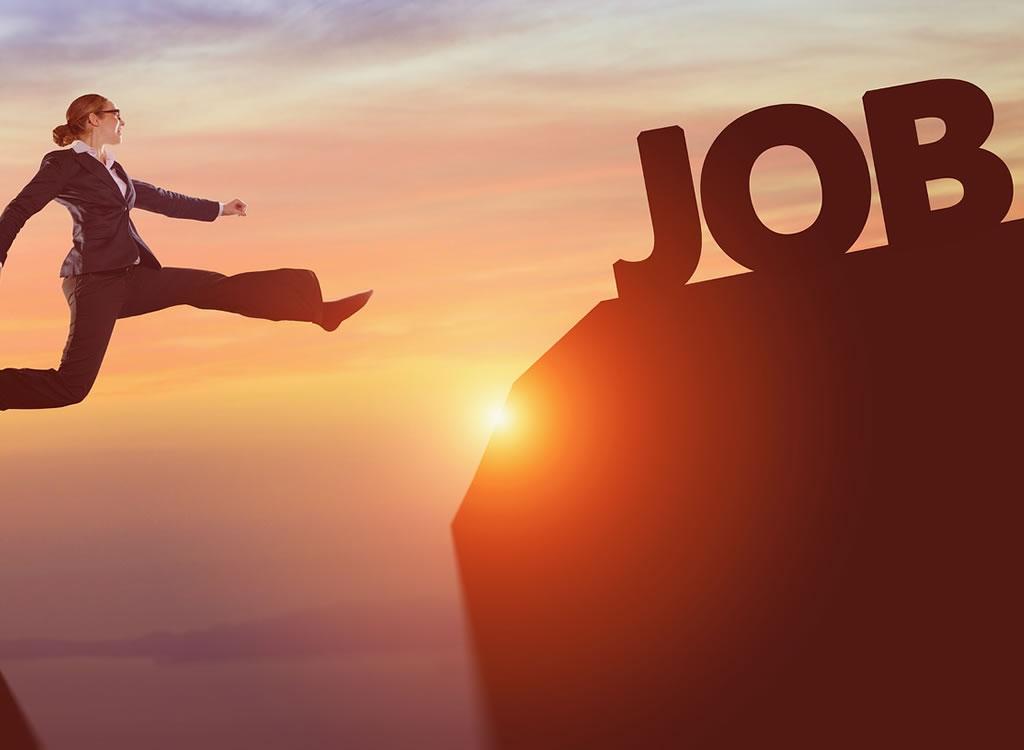 JOBと書かれた文字とジャンプする女性