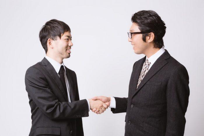 3社間ファクタリングに合意する経営者