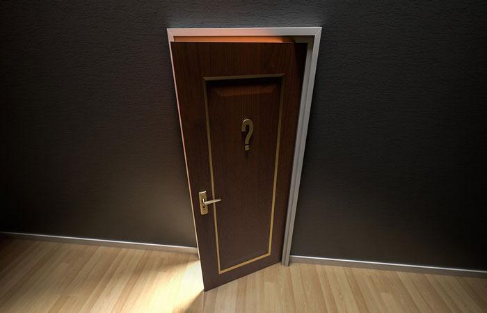 ドアとはてなマーク