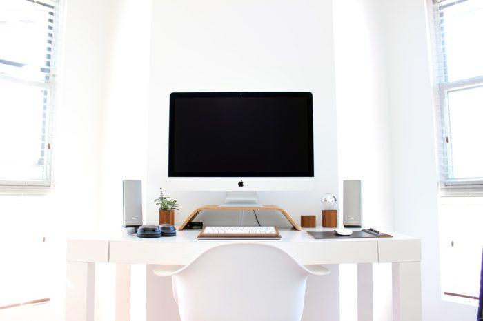 白いデスクトップ