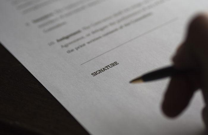 暗い契約書